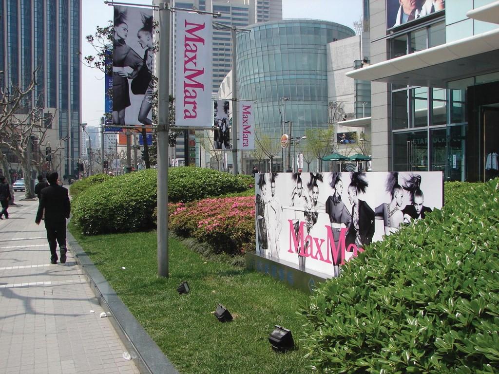 реклама встроенная в ландшафт, Шанхай